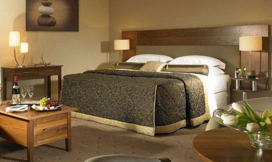 Scotts Hotel Bedroom