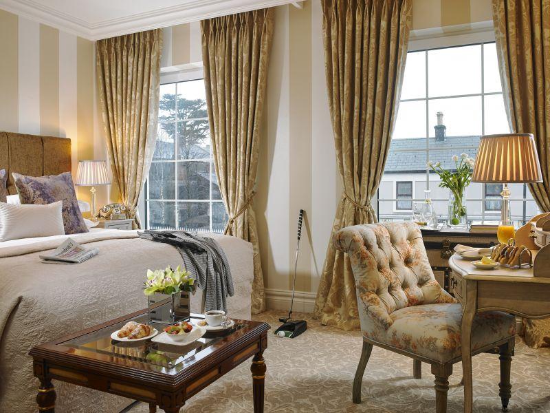 Killarney Royal Hotel bedroom