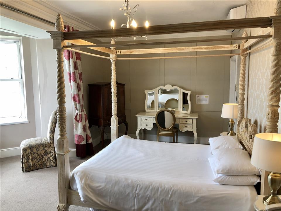Delux Four Poster Room with Sea View