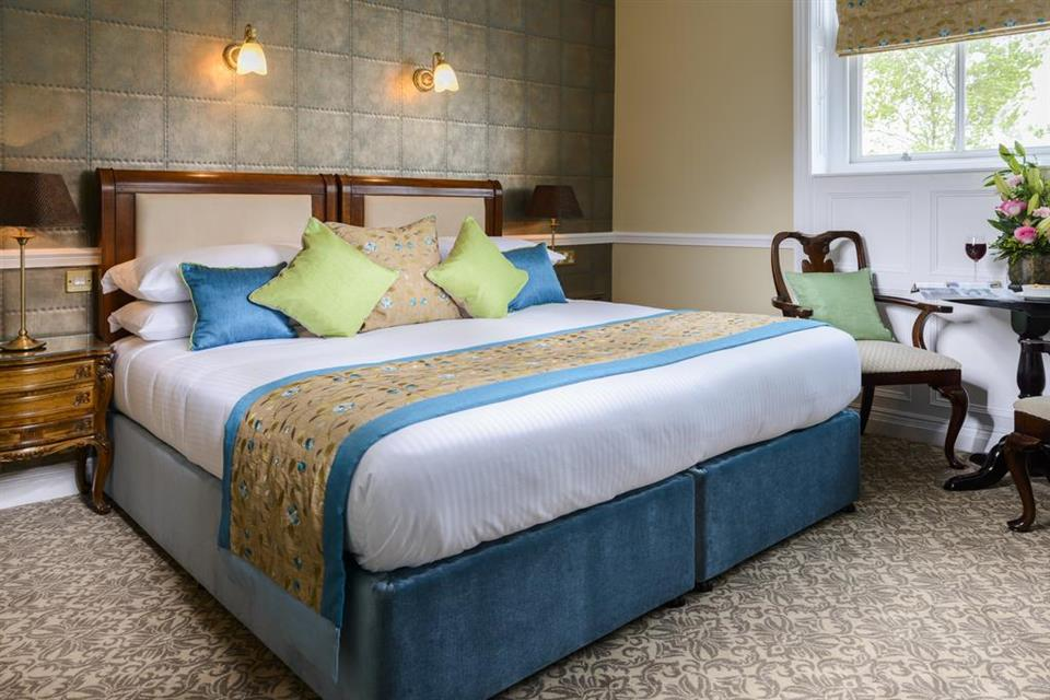 Dingle Benners Hotel - Double Bedroom