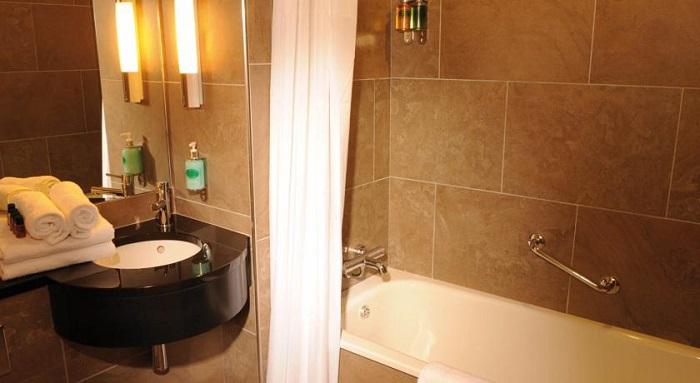 Treacys Hotel Enniscorthy Bathrooom