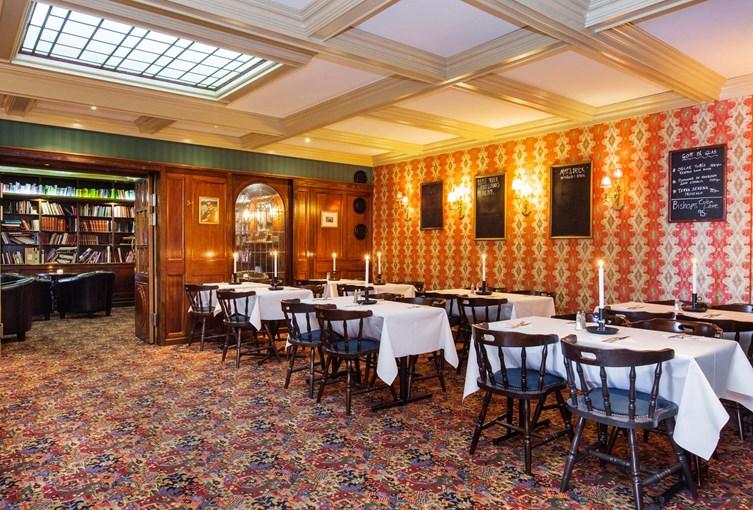 Elite Hotel Savoy Pub