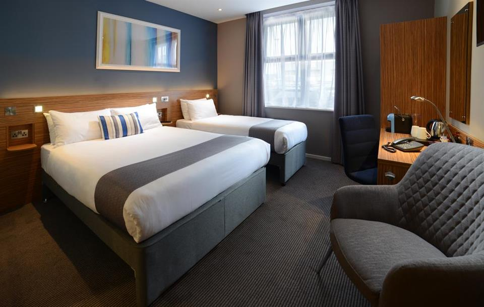 Travelodge Galway - Twin Bedroom