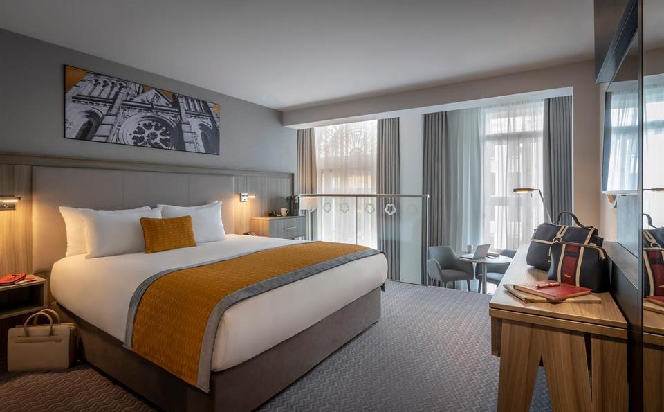 Maldron Hotel South Mall Bedroom