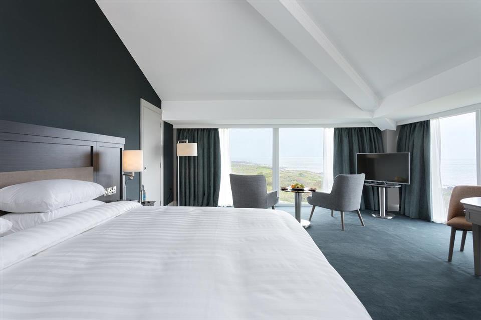 Connacht Hotel Deluxe bedroom
