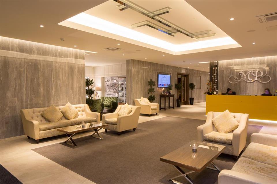 Menlo Park Hotel Lounge