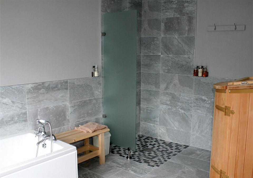 Seaview Hotel Baths