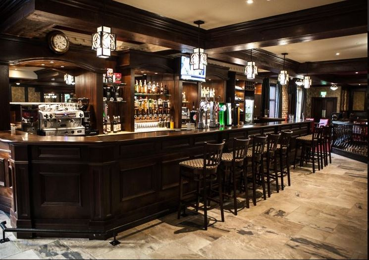 Dillons Hotel Bar