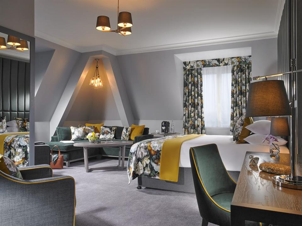 Carriagline Court Hotel Suite