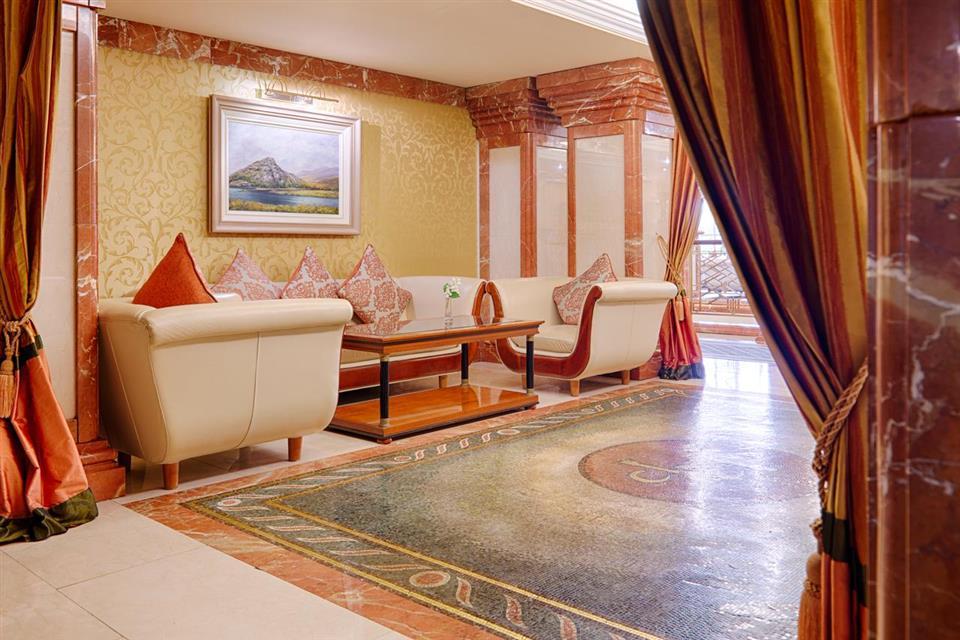Killarney Plaza Hotel Lounge