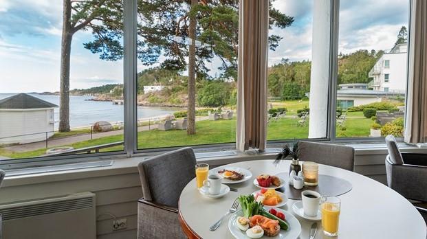 Strand Hotel Fevik Frokost med utsikt