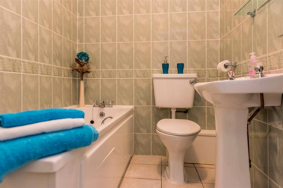 Atlantic Point Apartments bathroom