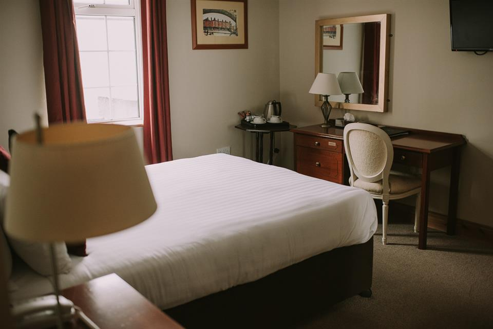 Royal Valentia Hotel Bedroom