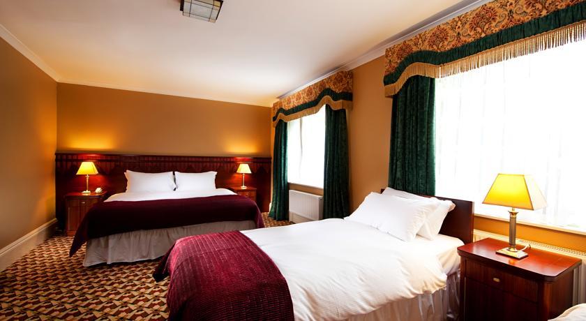 The Riverbank Hotel Bedroom