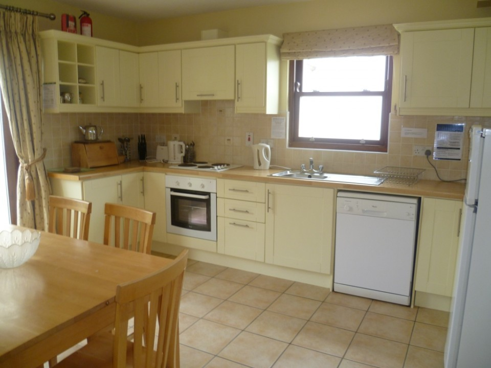 Ballylickey Bay Holiday Home kitchen
