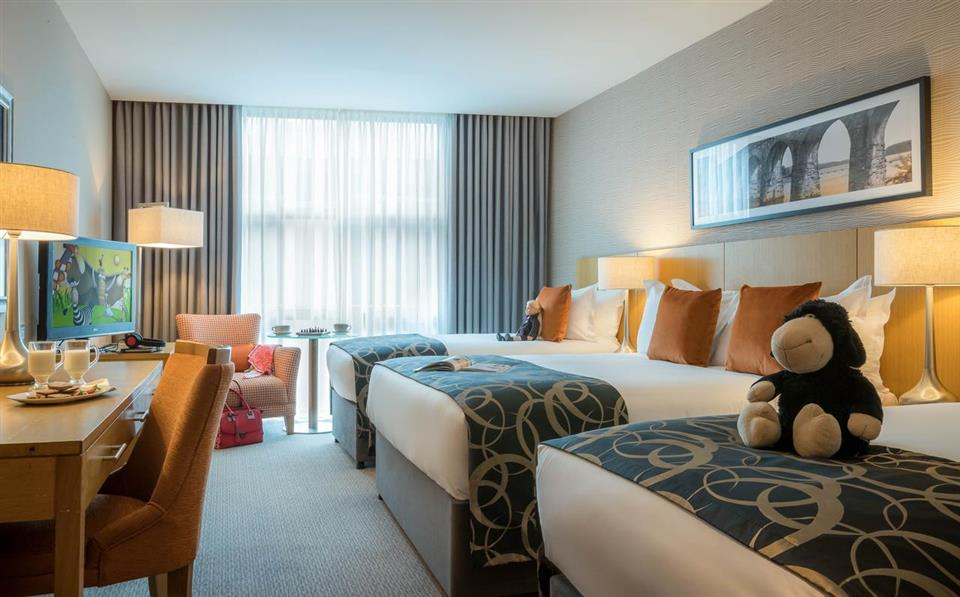 Clayton Hotel Leopardstown Family Room