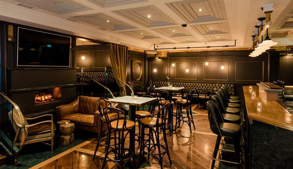 Killarney Plaza Hotel bar