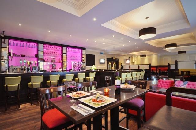 Menlo Park Hotel Bar
