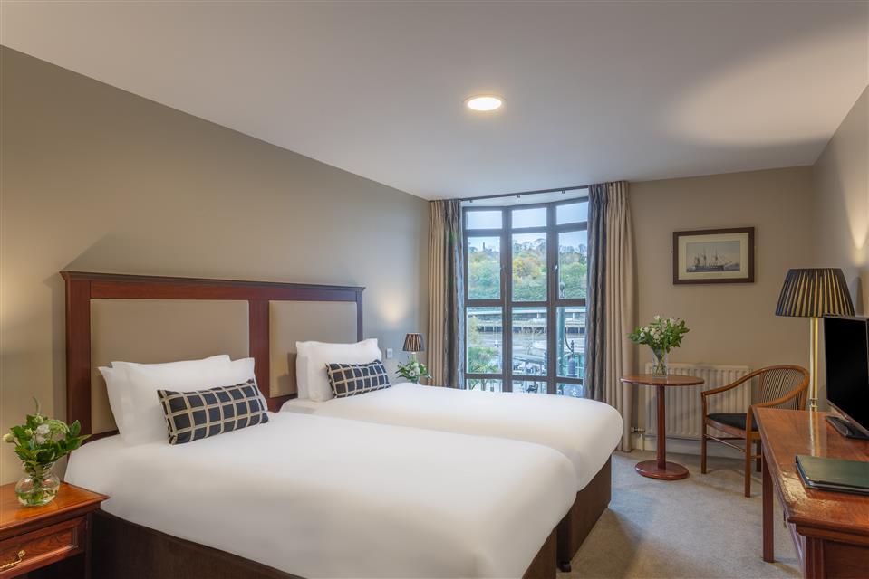 Dooleys Hotel Twin room