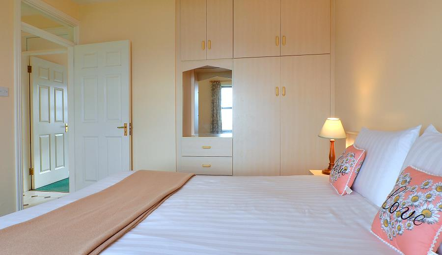 Quilty Holiday Cottages Bedroom
