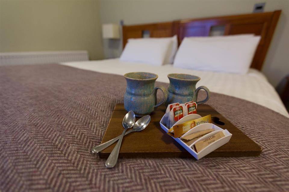 McGrorys Hotel Bedroom