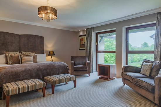 Westport Woods Hotel Bedroom