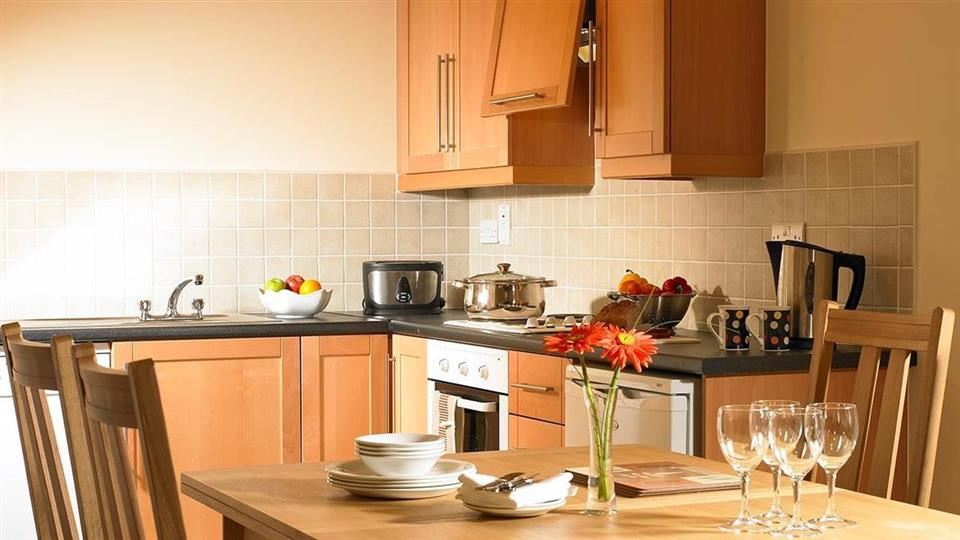 Golden Cove Apartments at Sneem Hotel kitchen