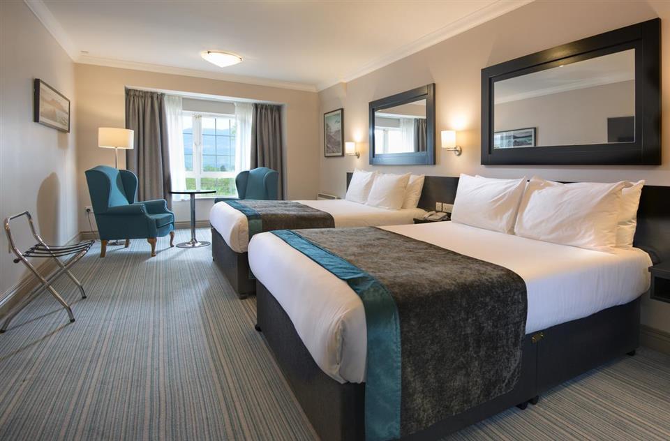 Innisfallen Hotel Bedroom