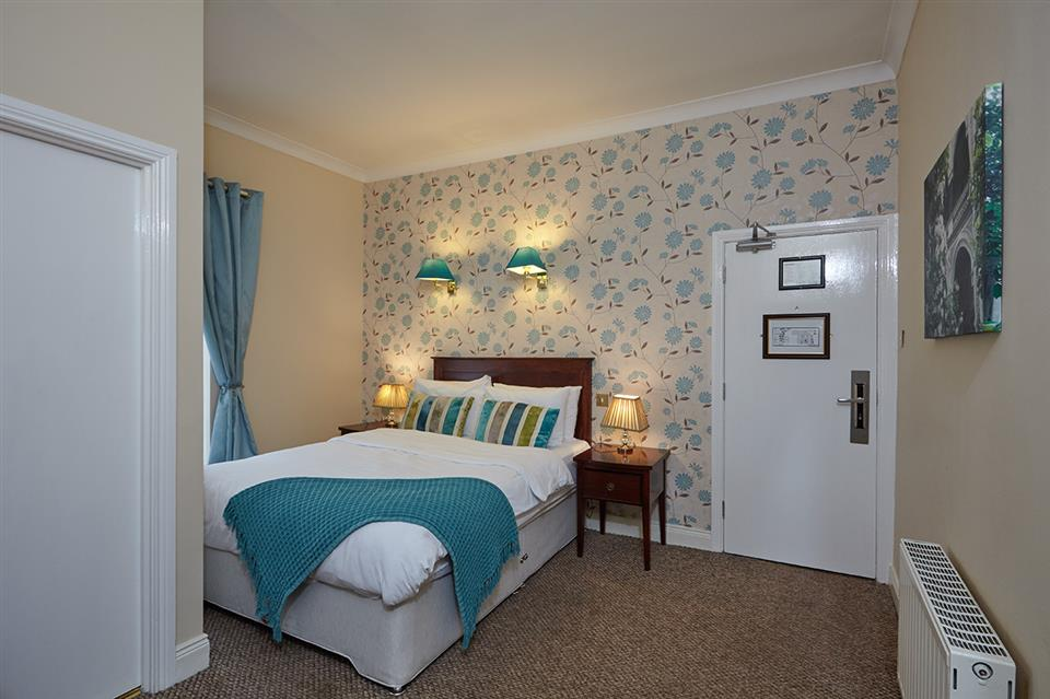 Uppercross Hotel Bedroom
