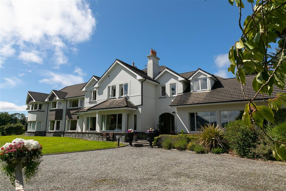 Loch Lein Country House exterior