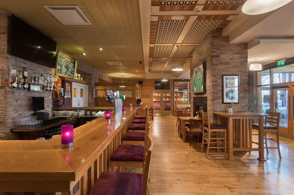 Raheen Woods Hotel Bar