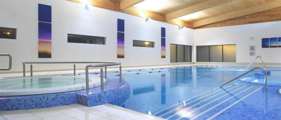 Manor west HOtel swimming pool