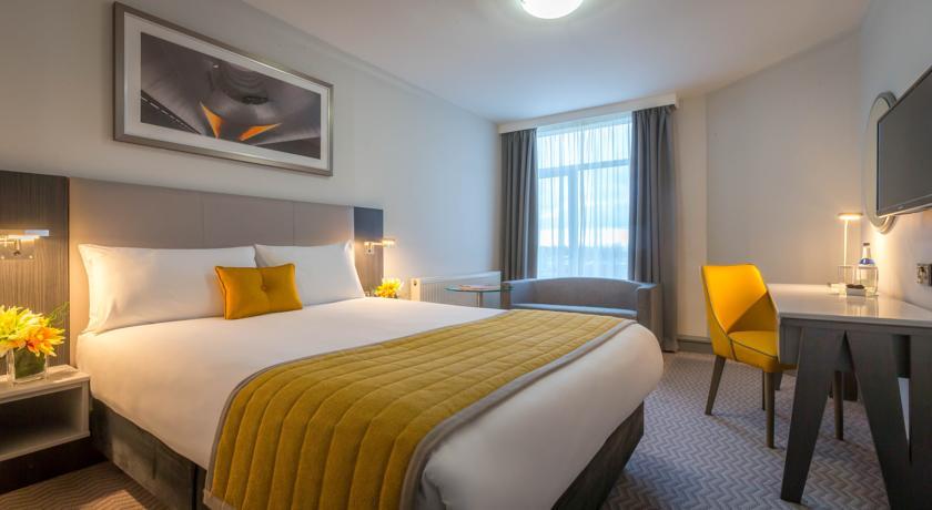 Maldron Hotel Dublin Airport Bedroom