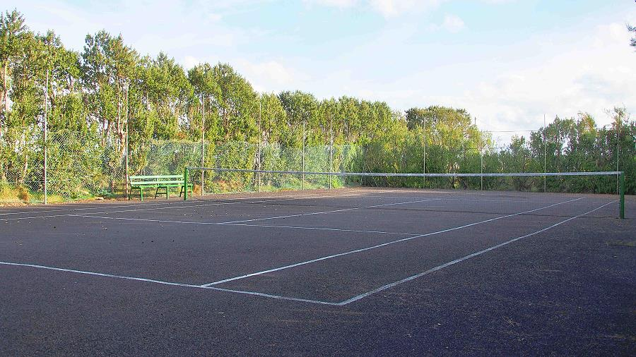 Quilty Holiday Cottages Tennis Court