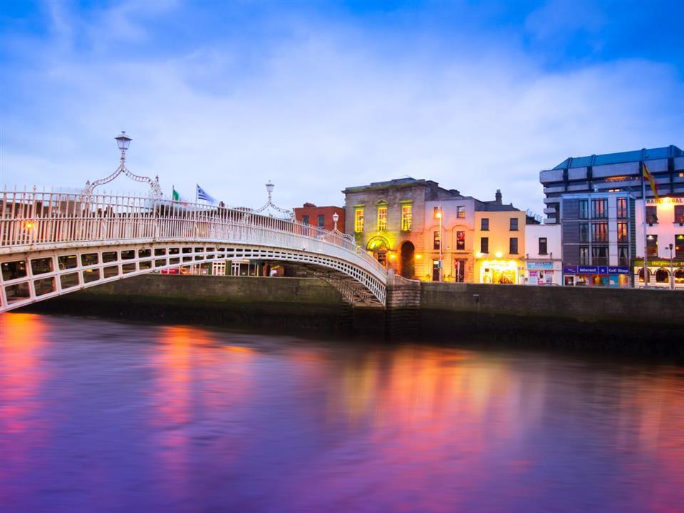 Temple Bar Hotel Dublin Haypenny Bridge