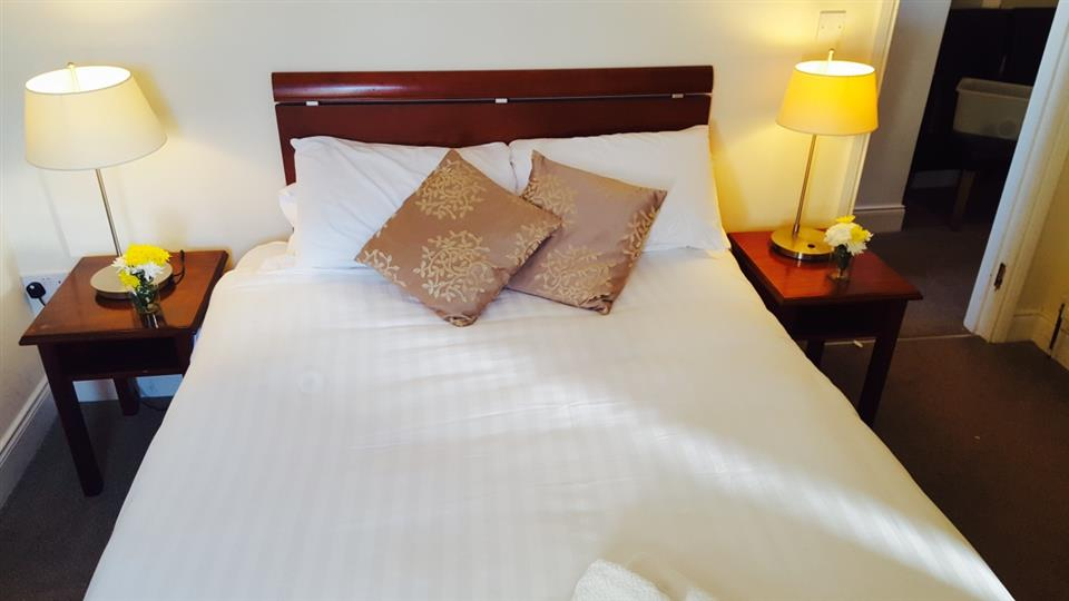 Royal Valentia Hotel Bedroom