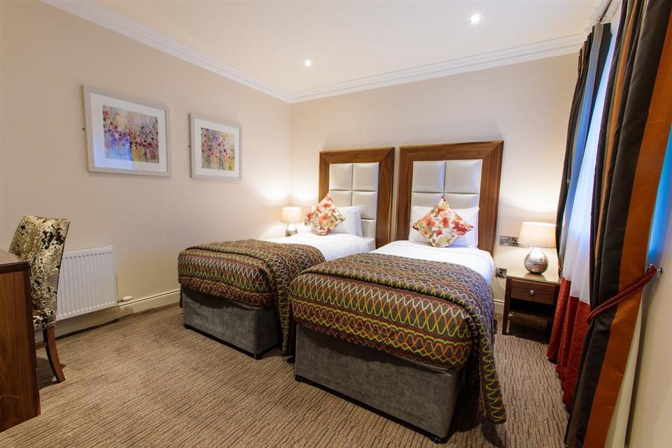 grand hotel tralee bedroom