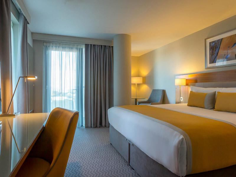 Maldron Hotel Tallaght Bedroom