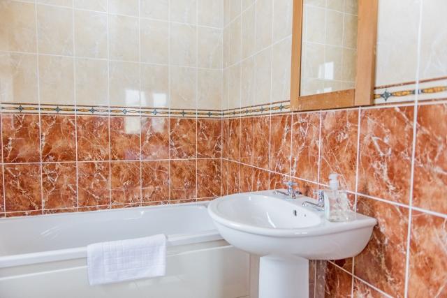 Duncarbury Holiday Homes- Bathroom