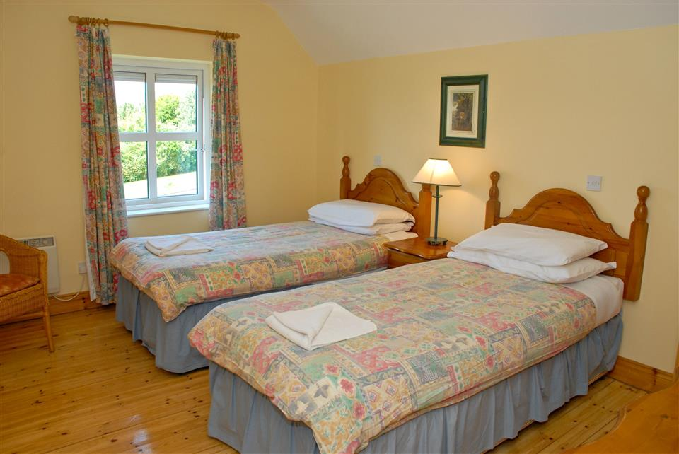 Dingle Marina Cottages Bedroom