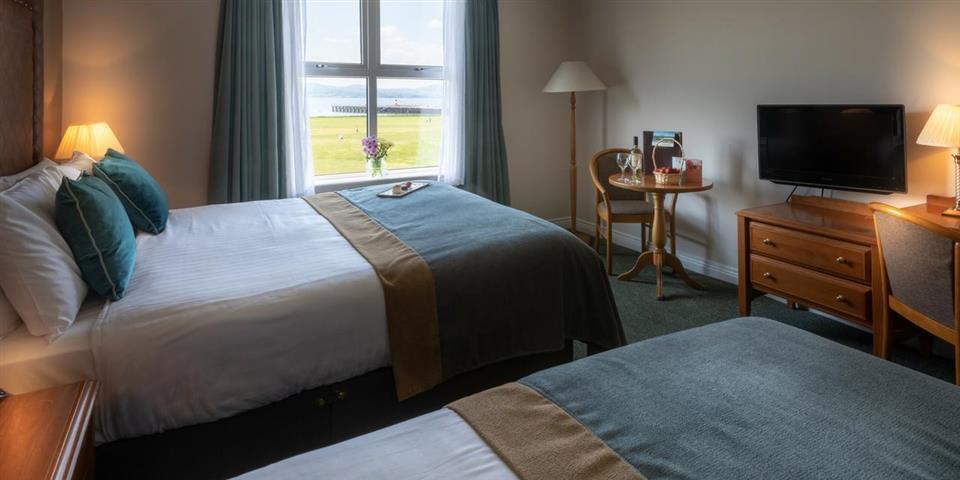 Inishowen Gateway Hotel Bedroom