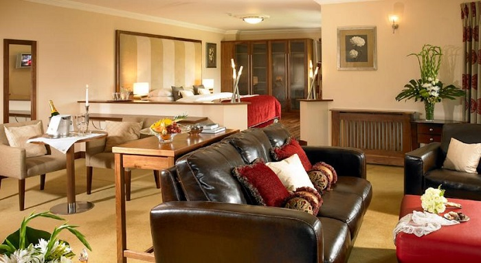 Ashdown Park Hotel Suite