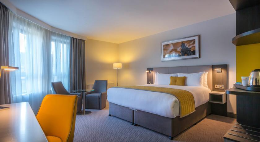Maldron Hotel Parnerll Square Executive Bedroom