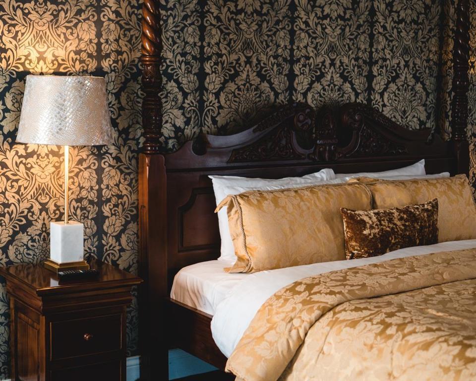 Raheen Woods Hotel Bedroom