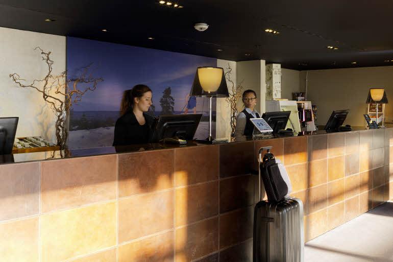 Scandic Holmenkollen Park Hotel Reception