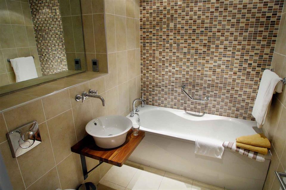 Walled Garden Lodges bath