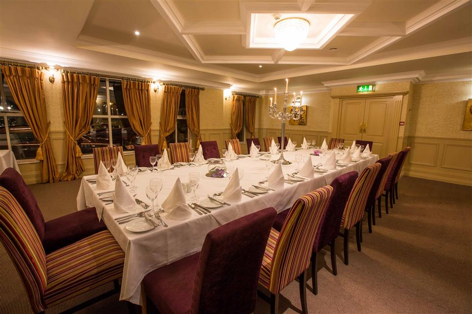 Anner Hotel & Leisure Centre Dining Area