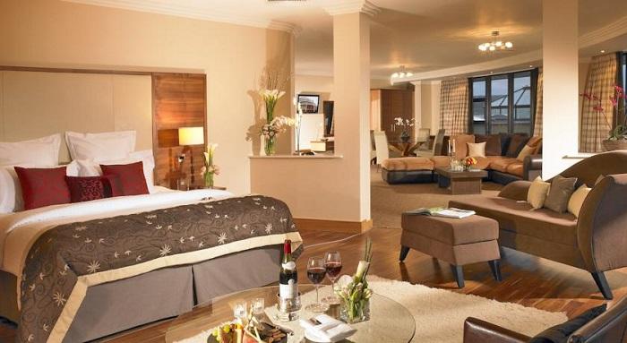 Amber Springs Hotel suite