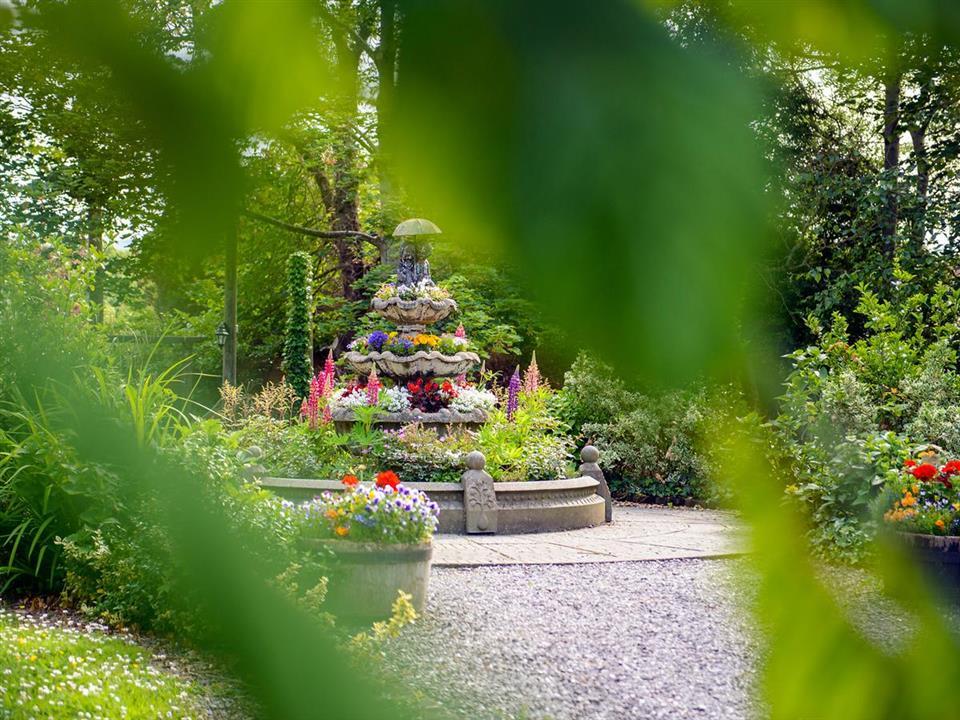 meadowlands hotel garden walk
