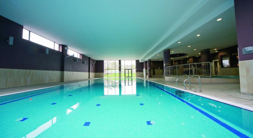Raheen Woods Hotel Swimming pool